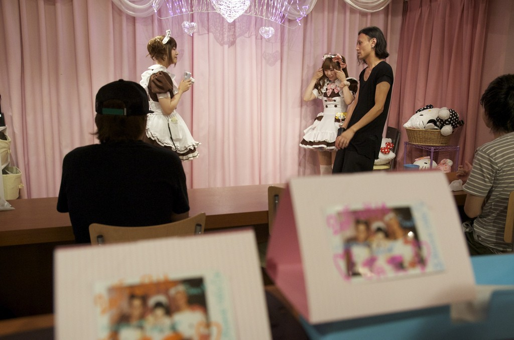 Dienstmeisjes in Maid Cafe @Home