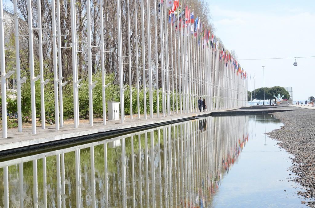 Vlaggen deelnemde landen Expo Lissabon