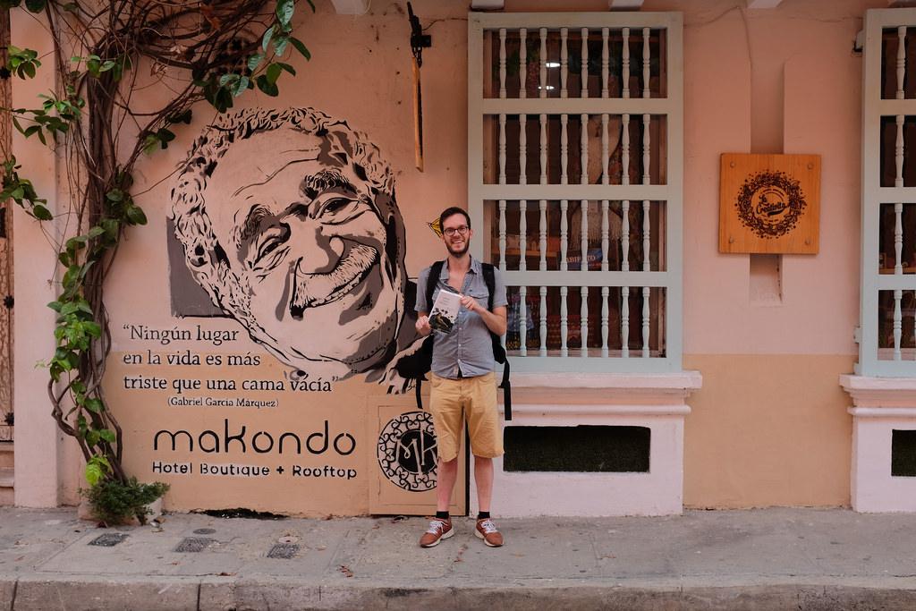 Voor het huis Gabriel Garcia Marquez