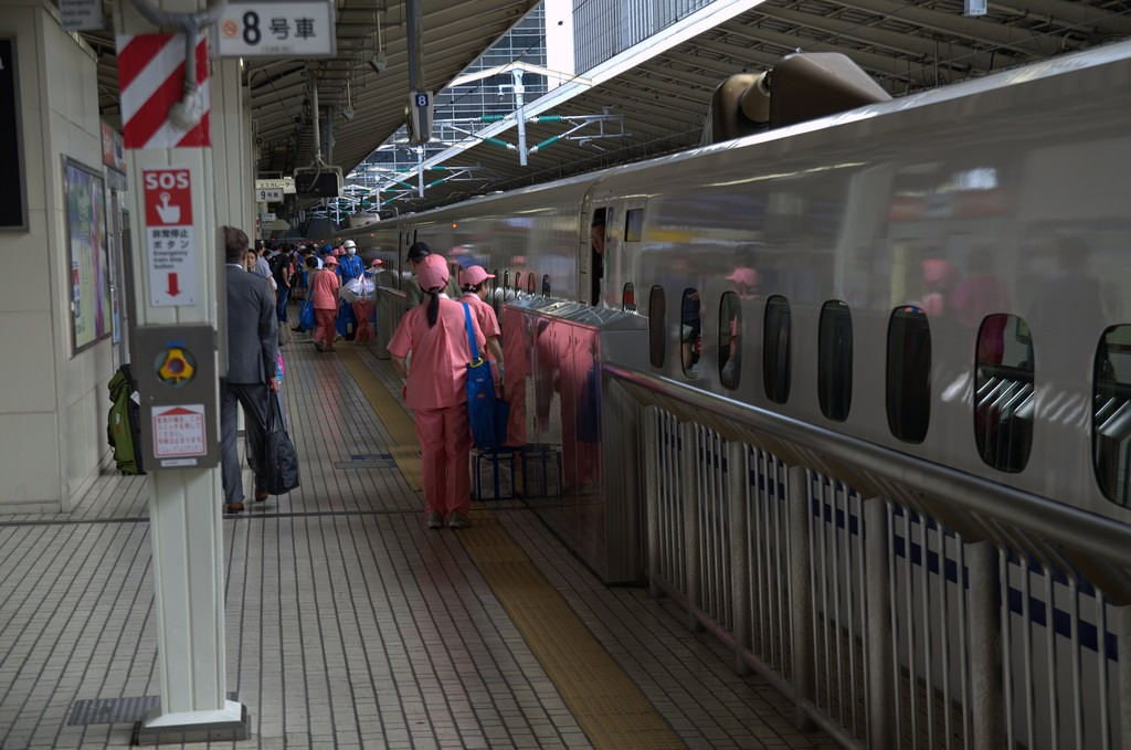 Cleaning ladies Shinkansen