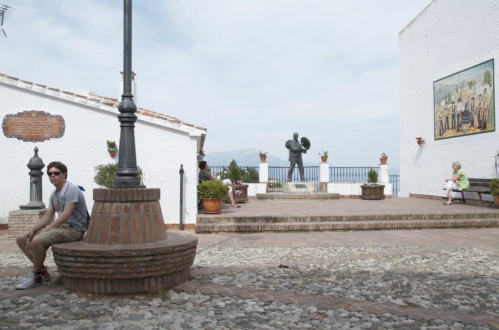 Square in Comares