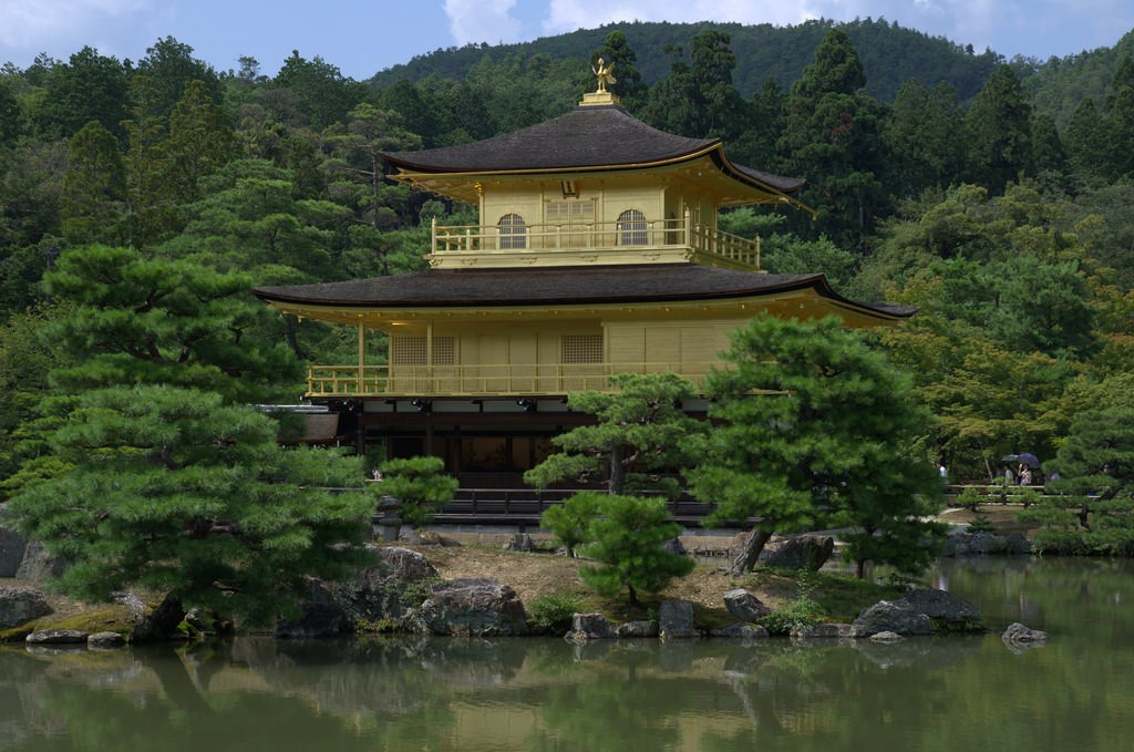 Golden Pavilion kinkaku-ji closer look