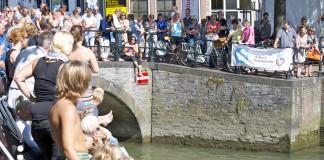 Onder de brug door, City Swim Dordrecht to Fight Cancer 2015