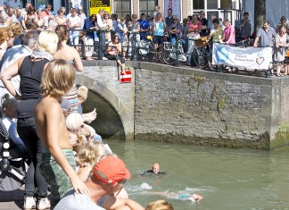 Onder de brug door, City Swim Dordrecht to Fight Cancer 2015
