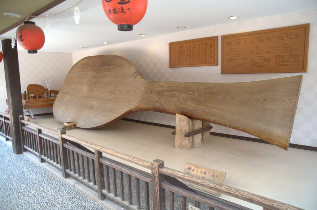 World's largest rice scoop, Miyajima Japan