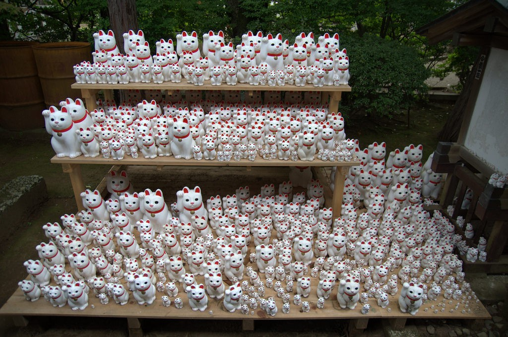 A lot of Maneki Neko