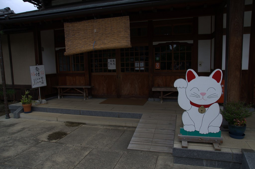 Maneki Neko outside shop