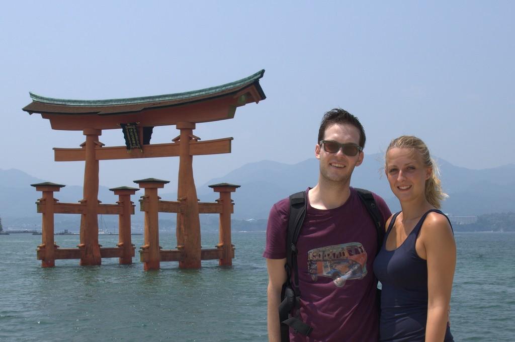 Reizen over de Wereld bij floating shrine Japan