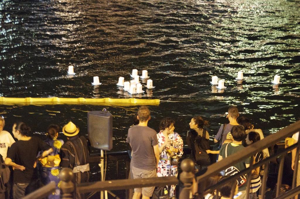 Floating Lantern Festival Tokyo Lantaarn drijvend