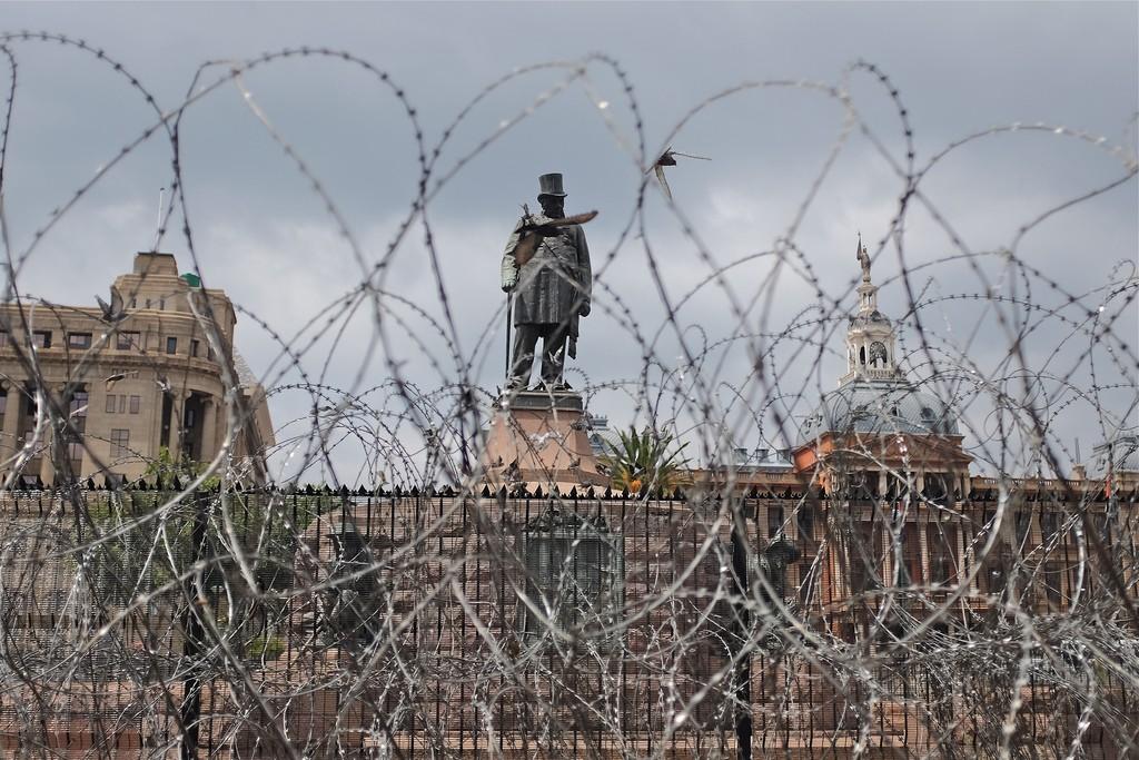 Prikkeldraad voor Kruger standbeeld Pretoria