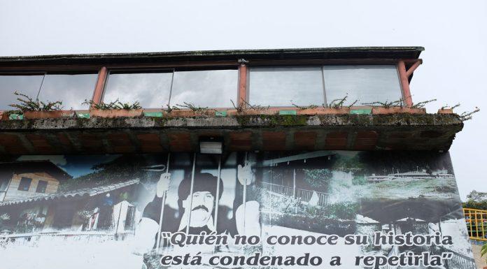Gevangenisfoto Pablo Escobar La Catedral