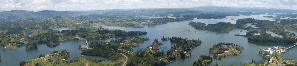 Panorama Piedra del Penol Guatape het mooiste uitzicht van Colombia
