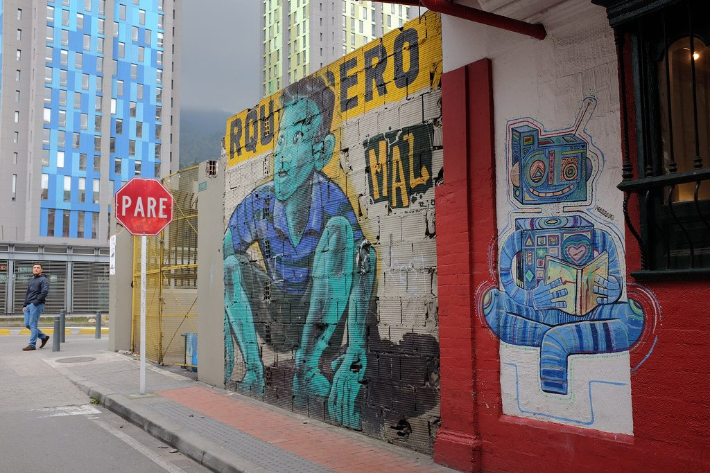 Bogota graffiti tour - Kind en robot