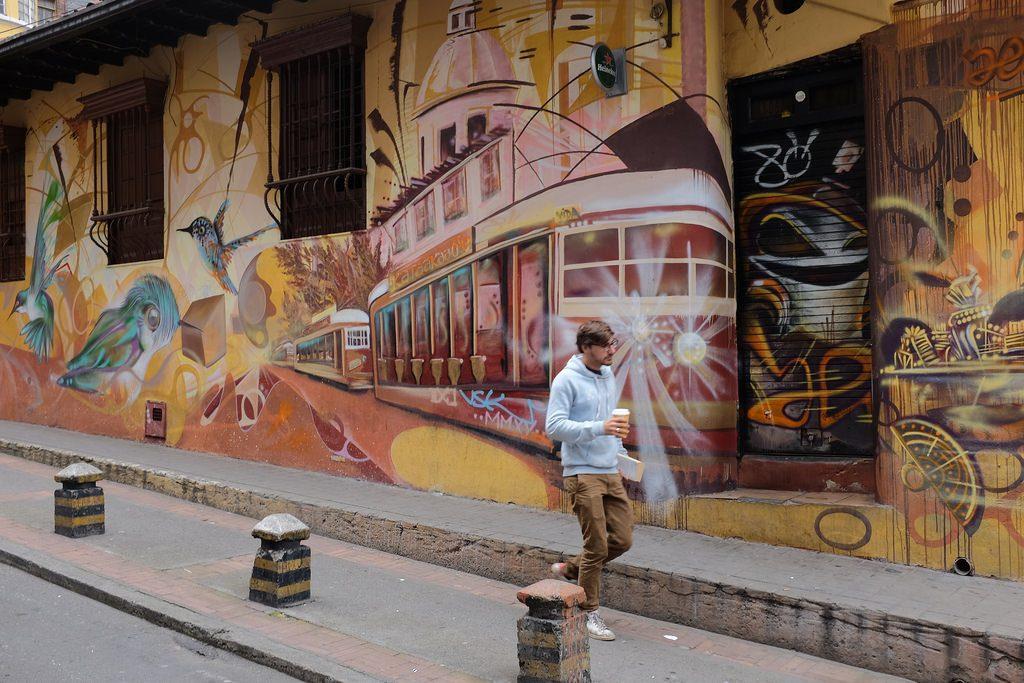 Bogota graffiti tour - Tram