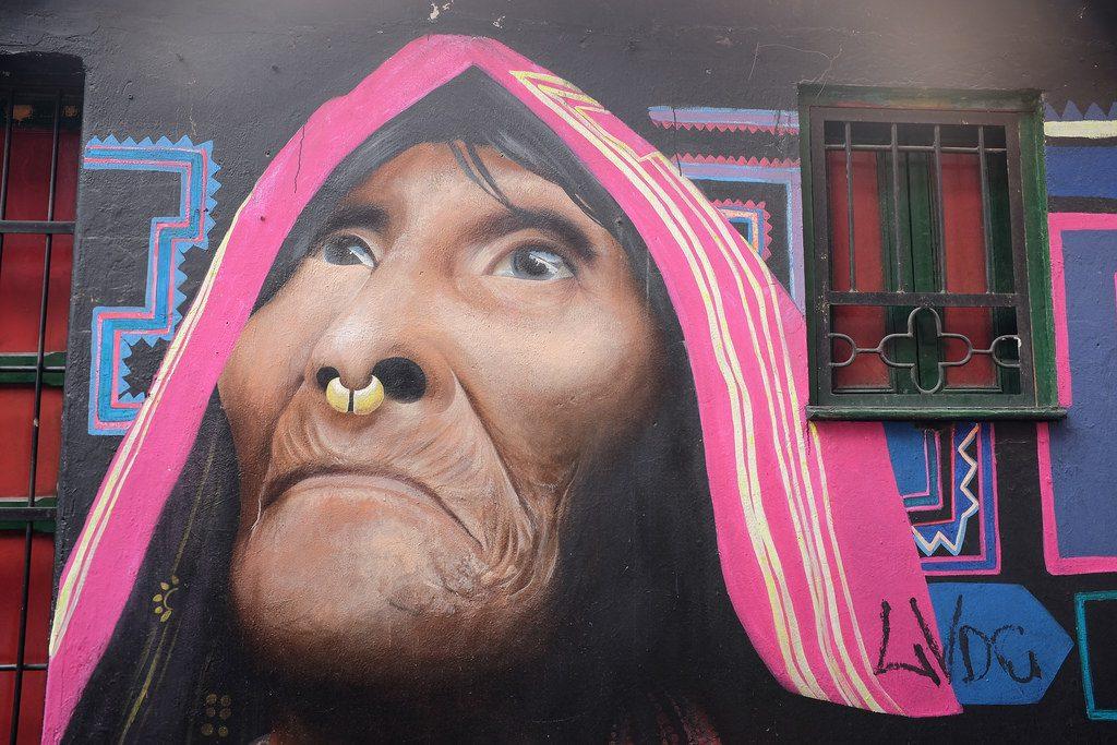 Bogota graffiti tour - Vrouw met neusring