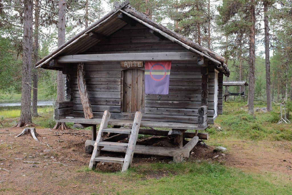 Huisje Batsuoj Sami Center Zweeds Lapland zomer