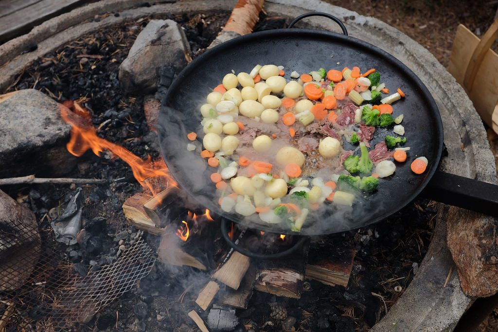 Outdoor cooking Zweeds Lapland zomer