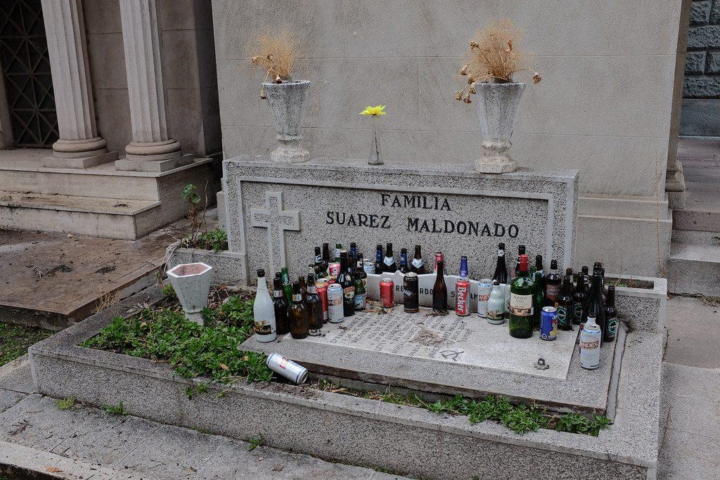 Graf met veel drankflessen Santiago de Chile