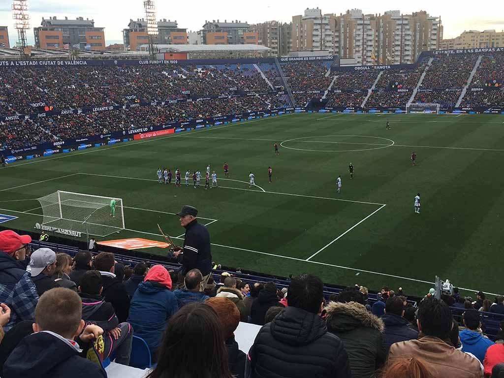Levante voetbalwedstrijd bezoeken in Valencia