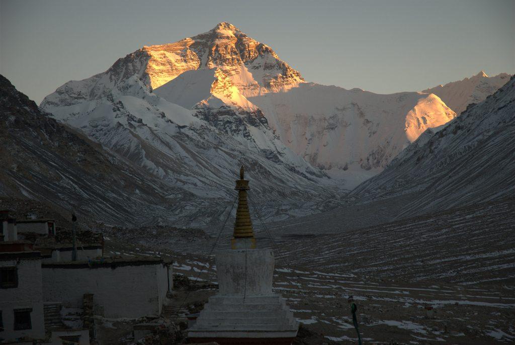 Mount Everest bij zonsondergang