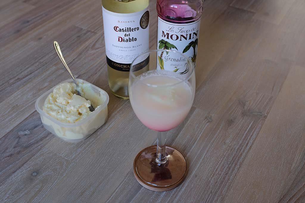 Terremoto cocktail eindproduct Chili toetje ananasijs wijn grenadine