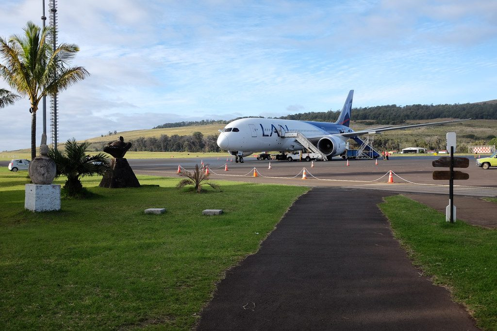 Aankomst op vliegveld Paaseiland