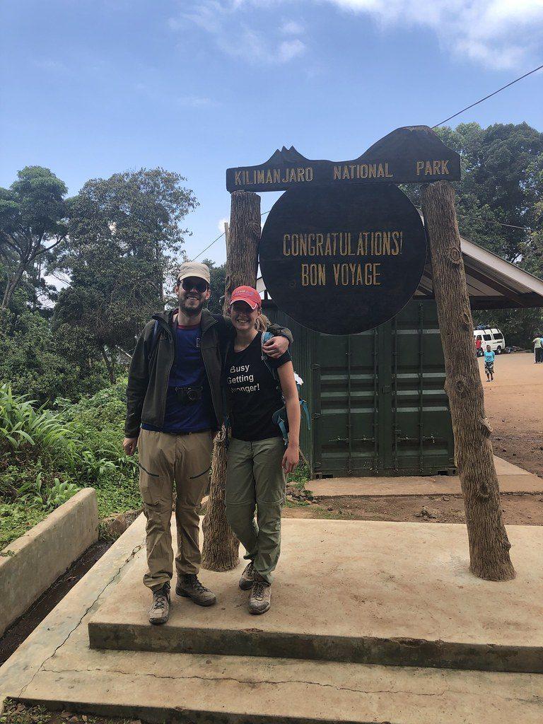Bij Mweka Gate (einde beklimming Kilimanjaro)