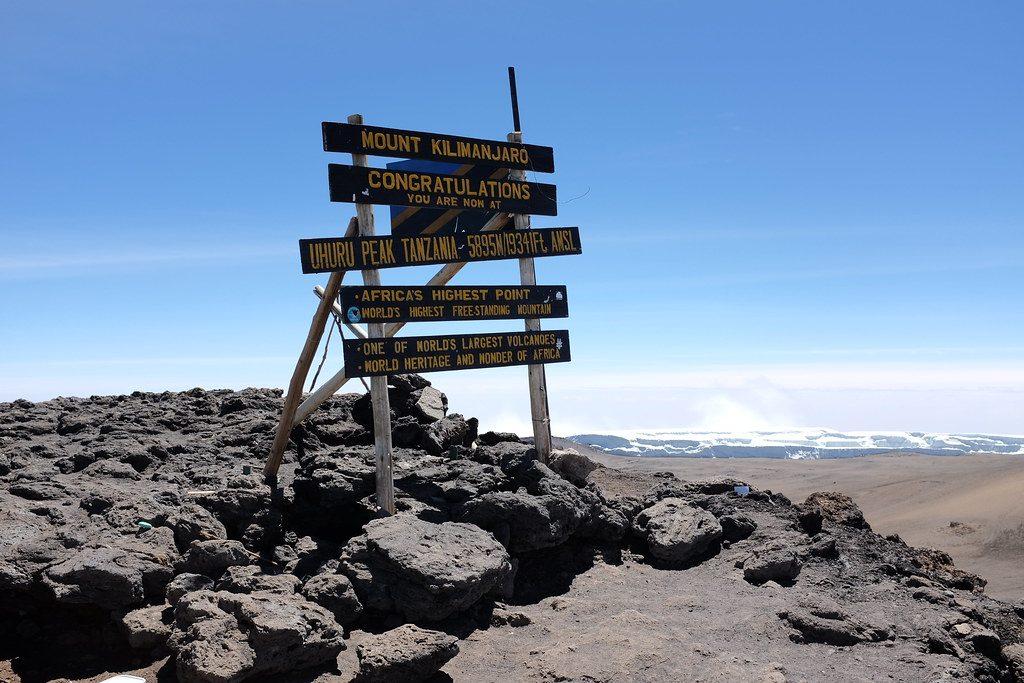 Bord op de top van de Kilimanjaro (Uhuru Peak)