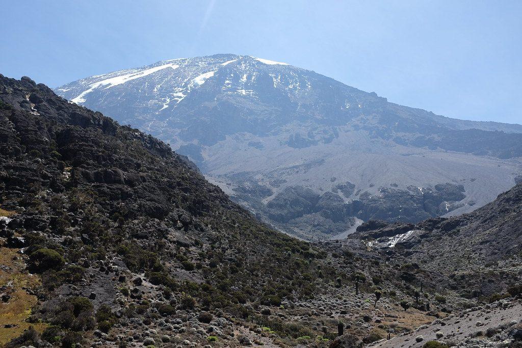 De beklimming van de Kilimanjaro met uitzicht