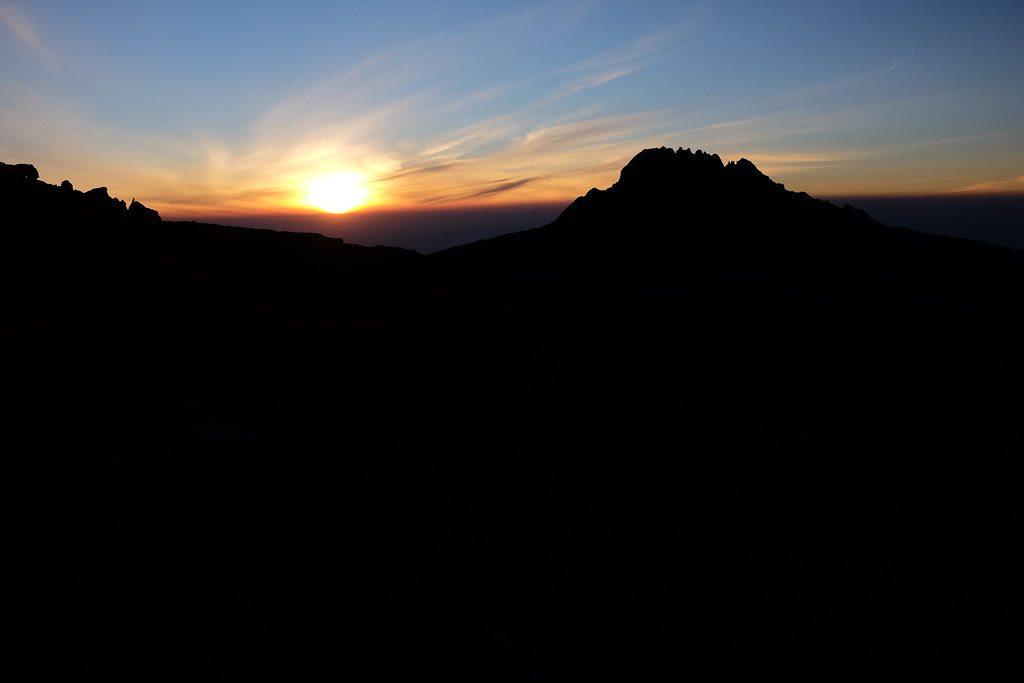 Zonsopgang tijdens Summit Day Beklimming Kilimanjaro