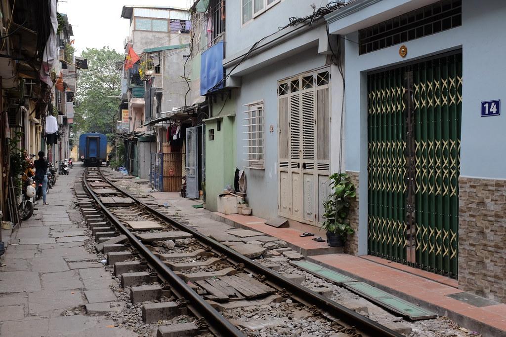 Huizen in de treinstraat Vietnam Hanoi