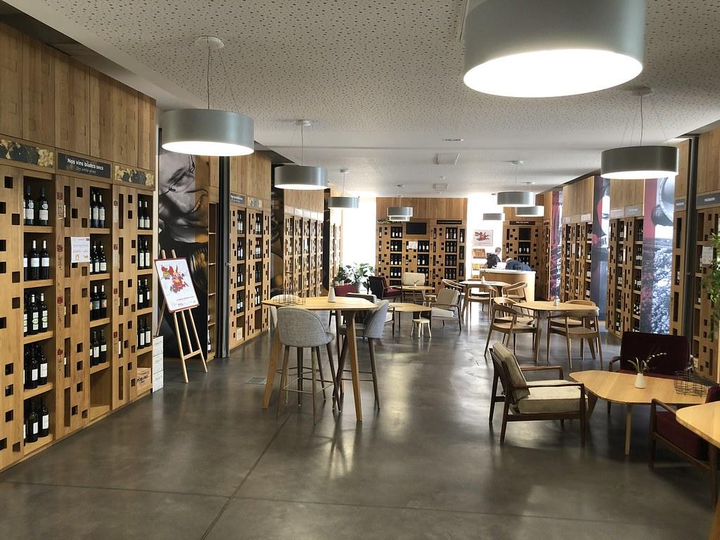 Maison des Vins (Quai Cyrano) wijnrekken