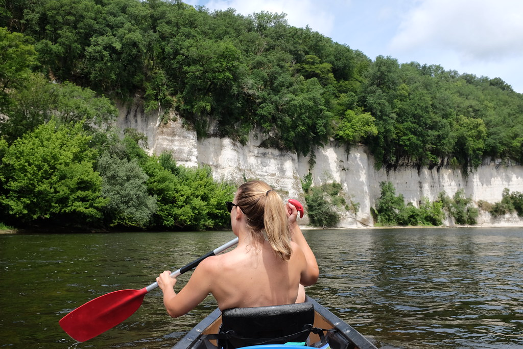 Rotswand tijden het kanovaren Dordogne route