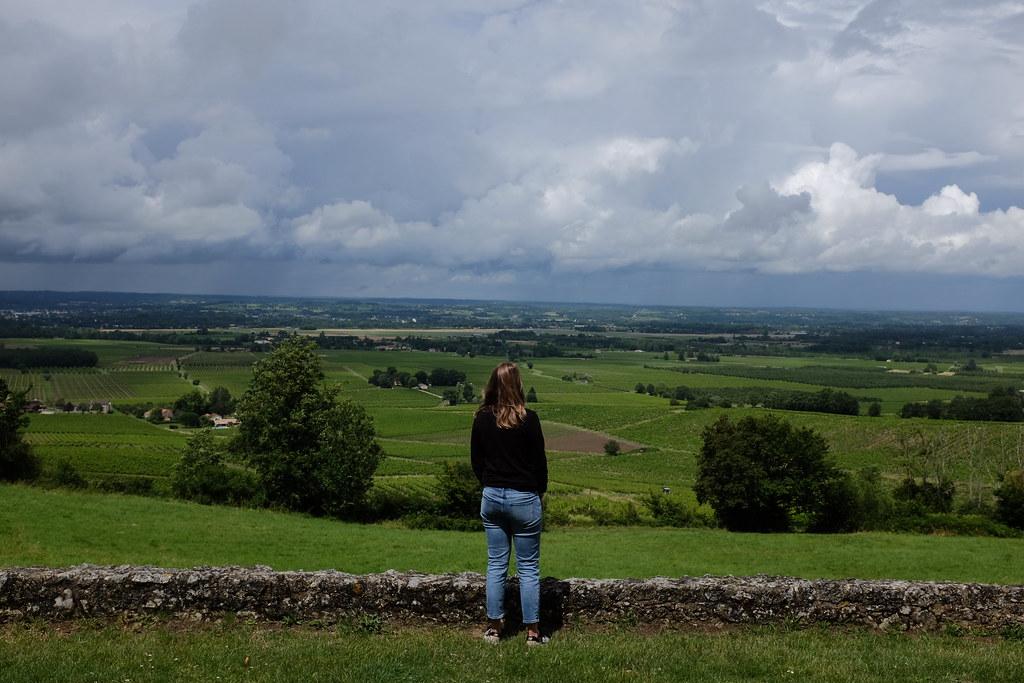 Suus geniet van het uitzicht in Zuid-Frankrijk