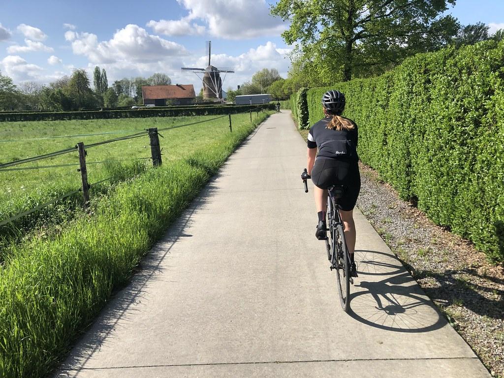 Fietstoerist in Zuid-Limburg
